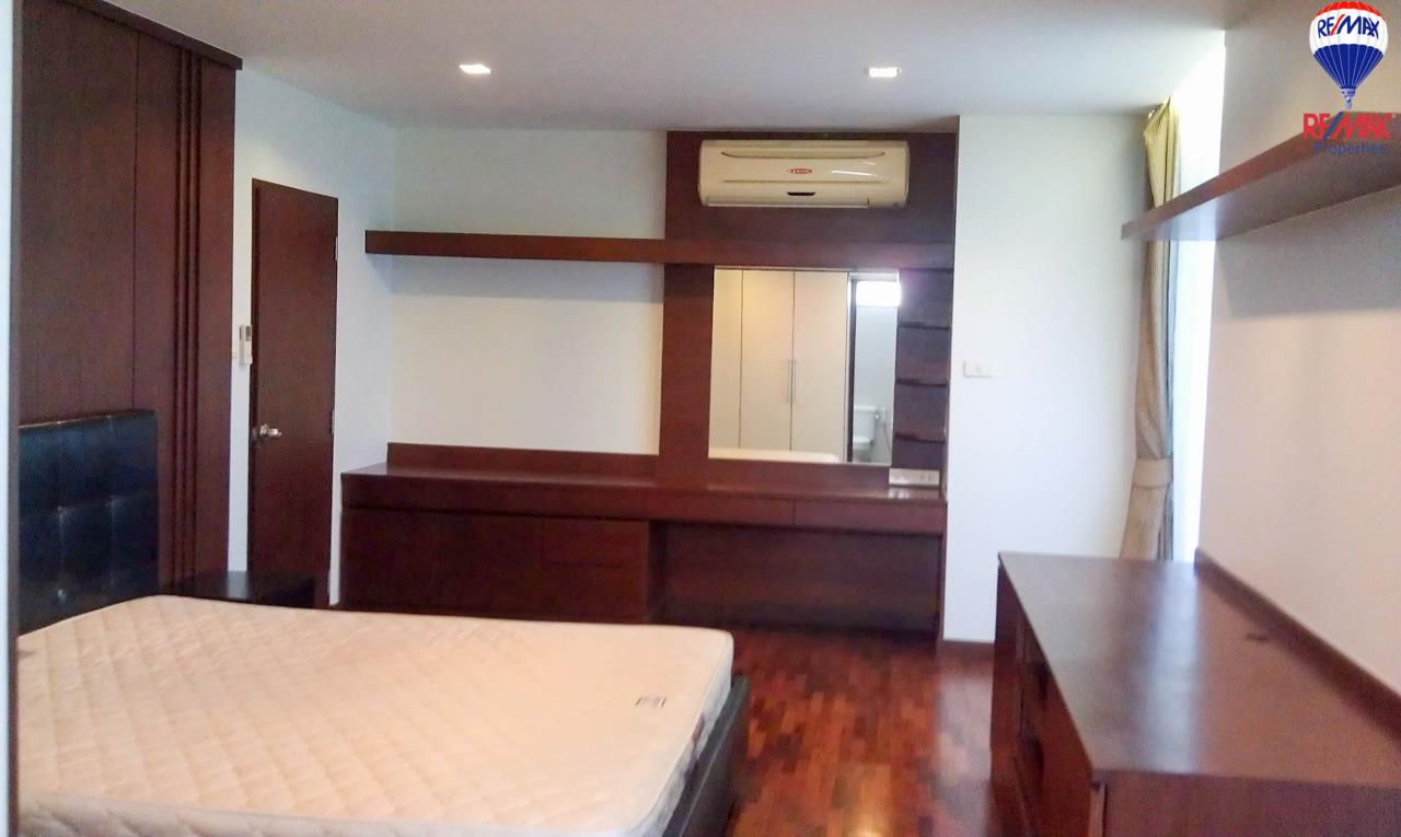 RE/MAX Properties Agency's 2 Bedrooms 140 Sq.M. for rent at The Roof Garden 4