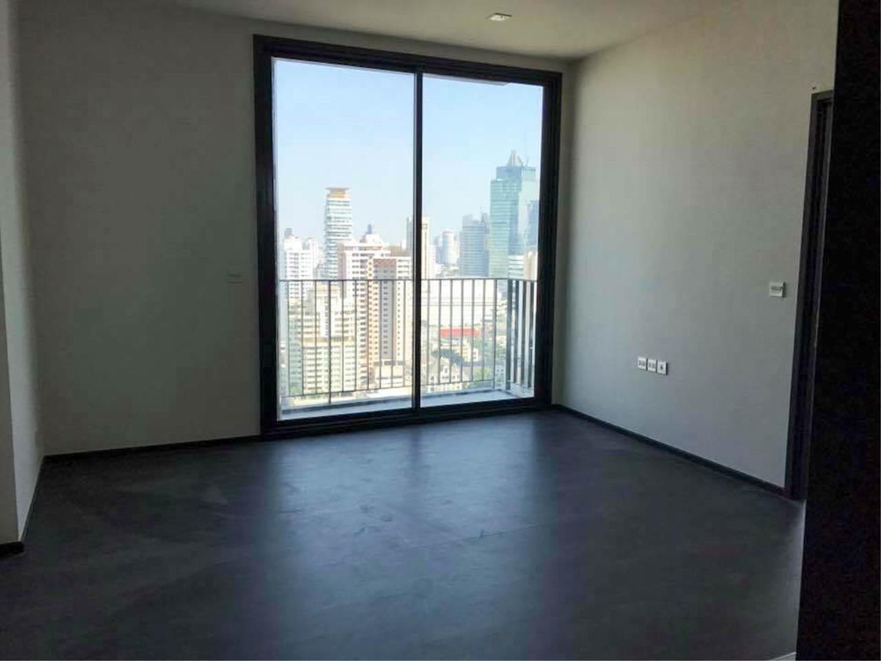 RE/MAX Properties Agency's 1 Bedroom 41 Sq.M. for sale at EDGE Sukhumvit 23 3