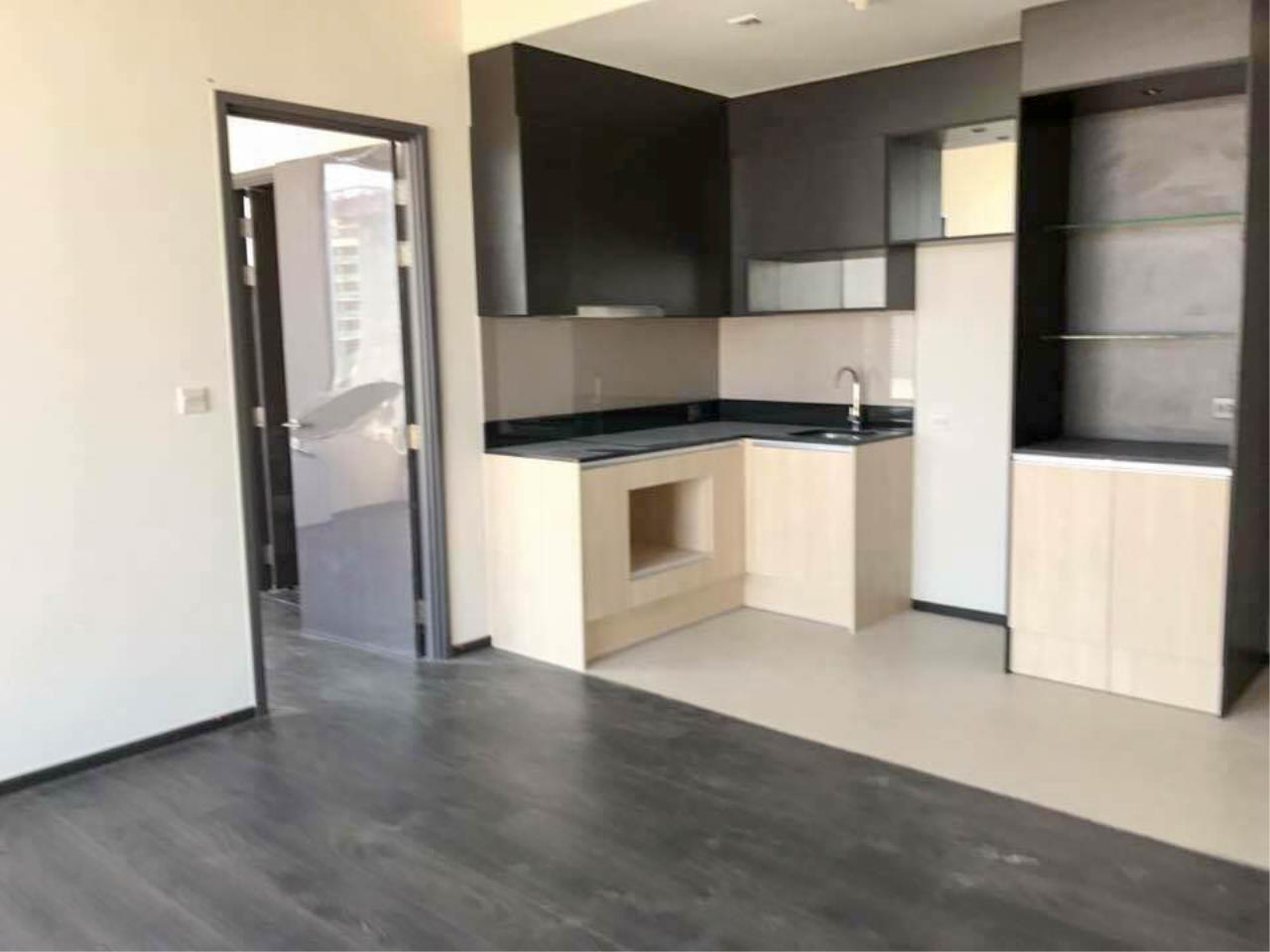 RE/MAX Properties Agency's 1 Bedroom 41 Sq.M. for sale at EDGE Sukhumvit 23 1