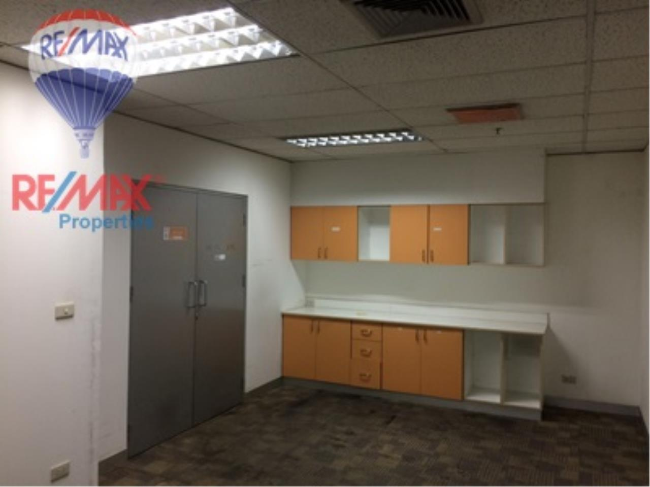 RE/MAX Properties Agency's RENT Office space on Asoke Road for rent 7