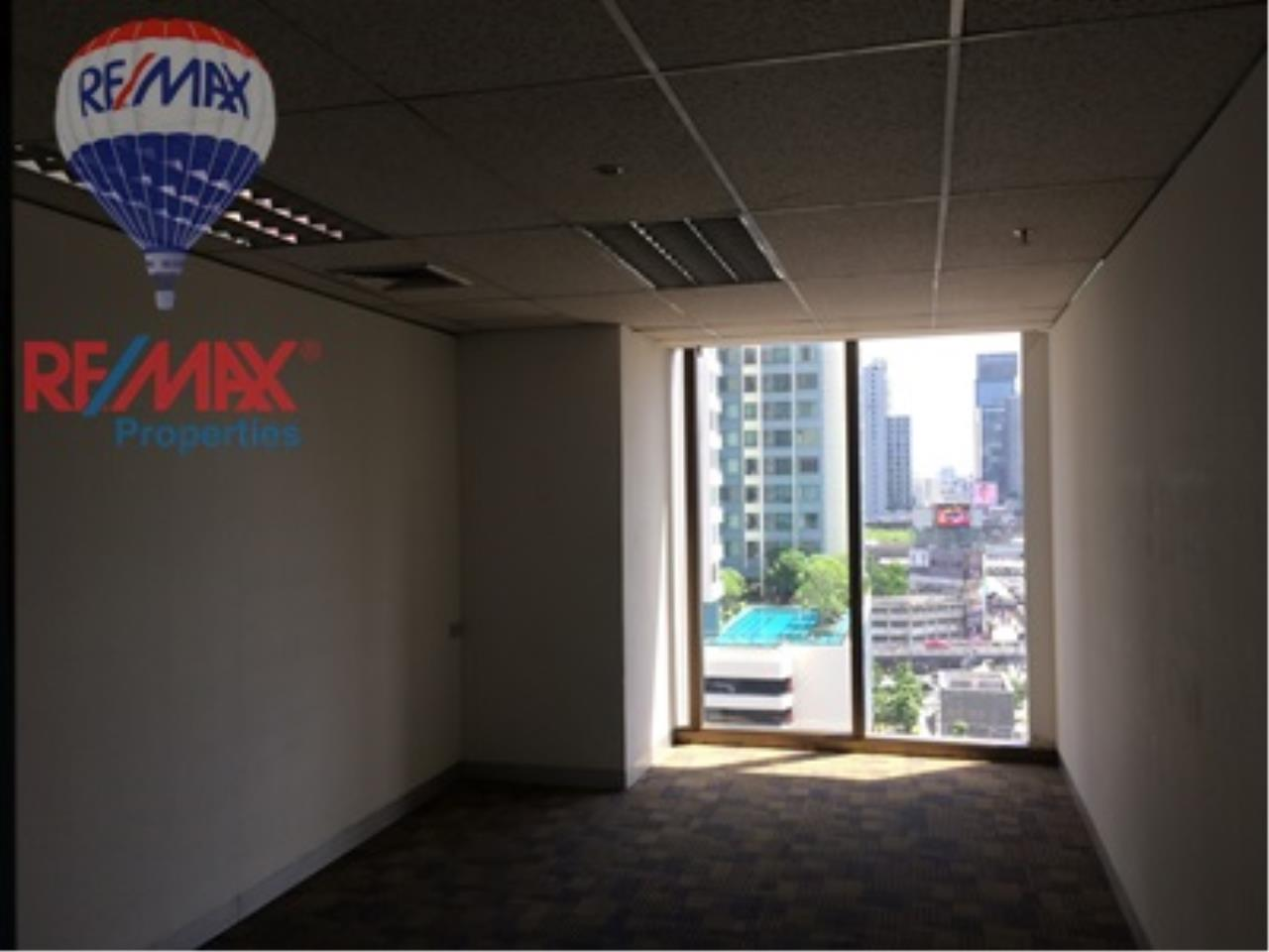 RE/MAX Properties Agency's RENT Office space on Asoke Road for rent 8