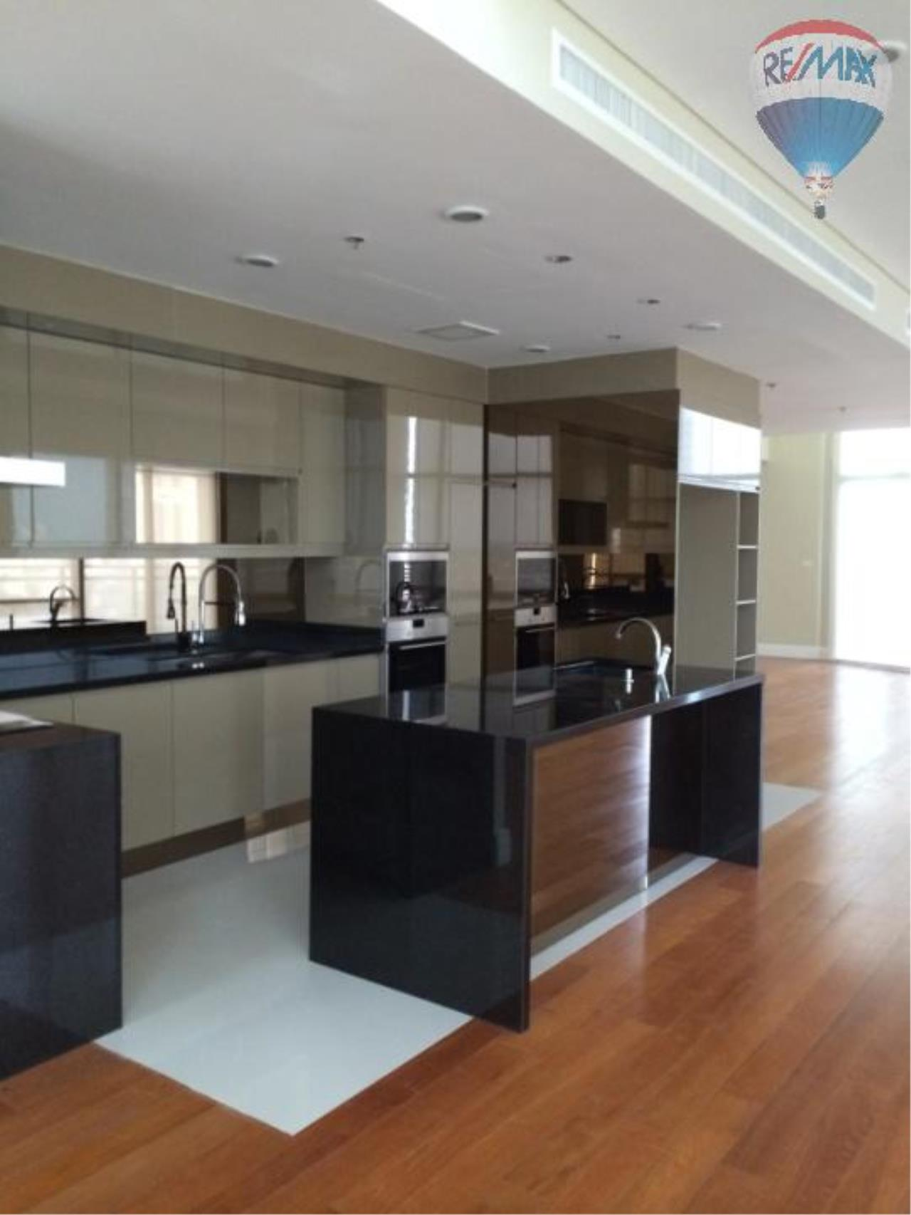 RE/MAX Properties Agency's 6 Bedroom 365 sq.m. for Rent at Bright Sukhumvit 24 10