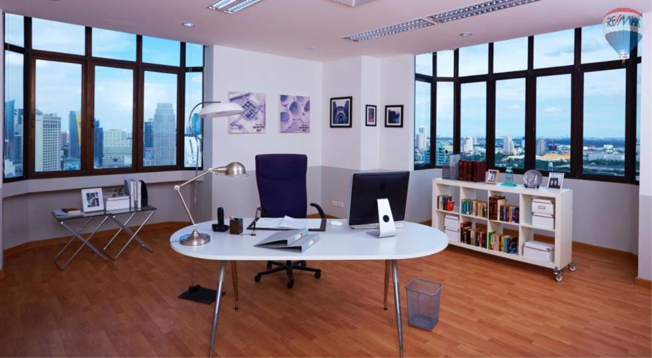 RE/MAX Properties Agency's Penthouse Office 300 sq.m. for Sale and Rent in Sukhumvit 4 3