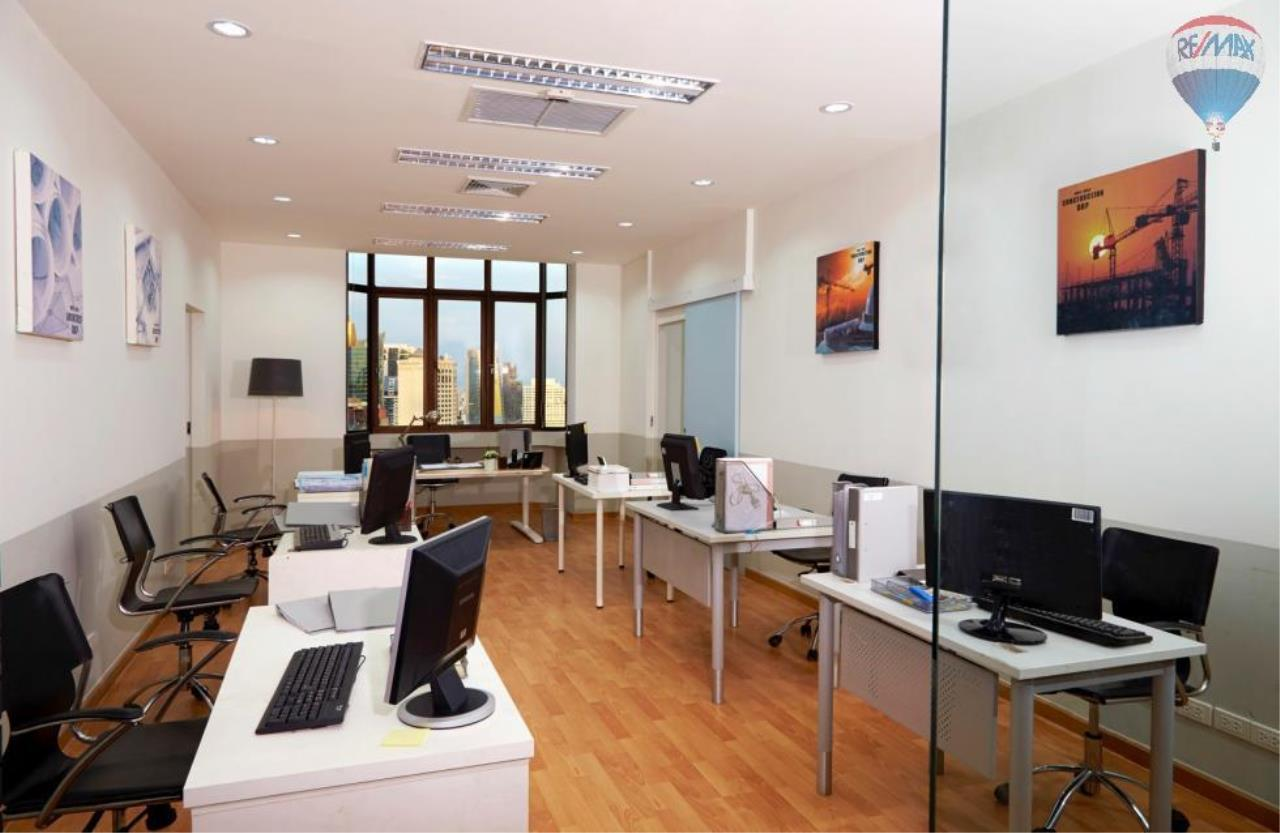 RE/MAX Properties Agency's Penthouse Office 300 sq.m. for Sale and Rent in Sukhumvit 4 6