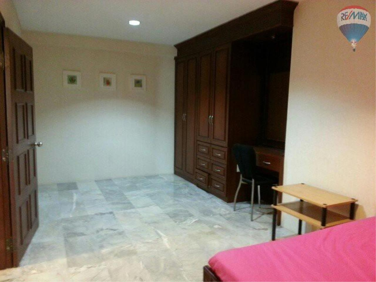 RE/MAX Properties Agency's 1 Bedroom 56 Sq.m for SALE at Saranjai Mansion,Sukhumvit Soi 4 (Nana) 4