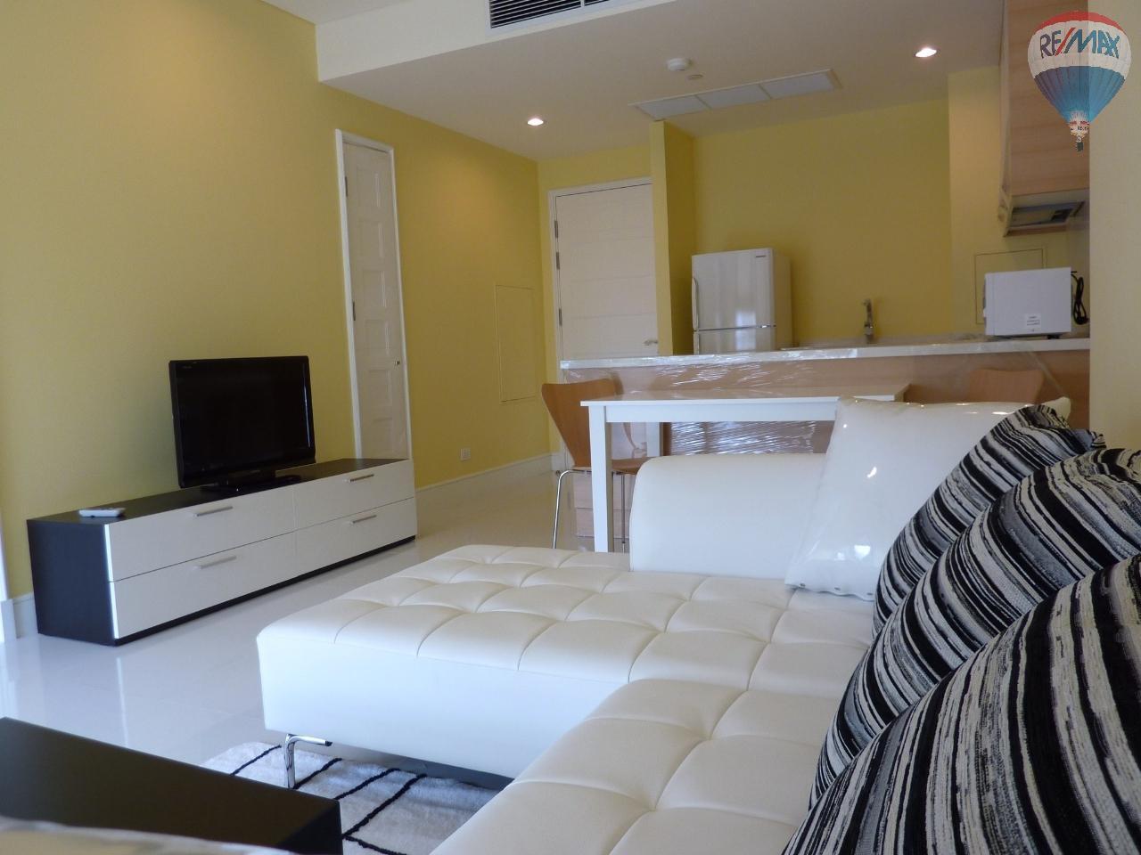 RE/MAX Properties Agency's Aguston 22, BTS Phrom Phong, 1B/1B, pet-friendly condo 1