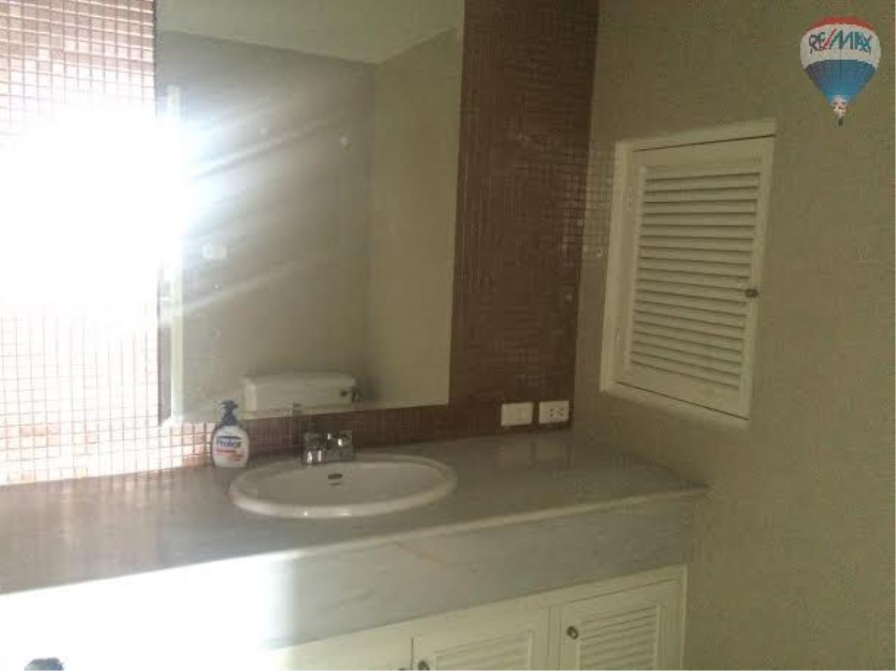 RE/MAX Properties Agency's 2 bedroom 130 Sq.M. for rent at Lake Green 10