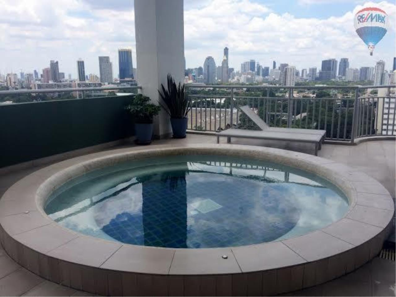 RE/MAX Properties Agency's 2 bedroom 130 Sq.M. for rent at Lake Green 17
