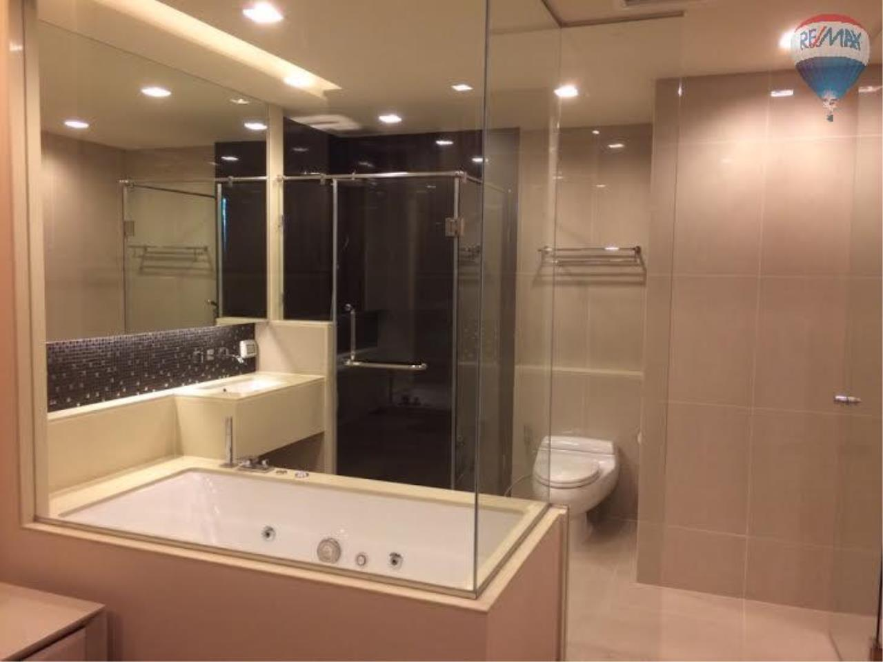 RE/MAX Properties Agency's 2 Bedrooms 80.5 Sq.M. for renting 60K in The Address Sathorn 5