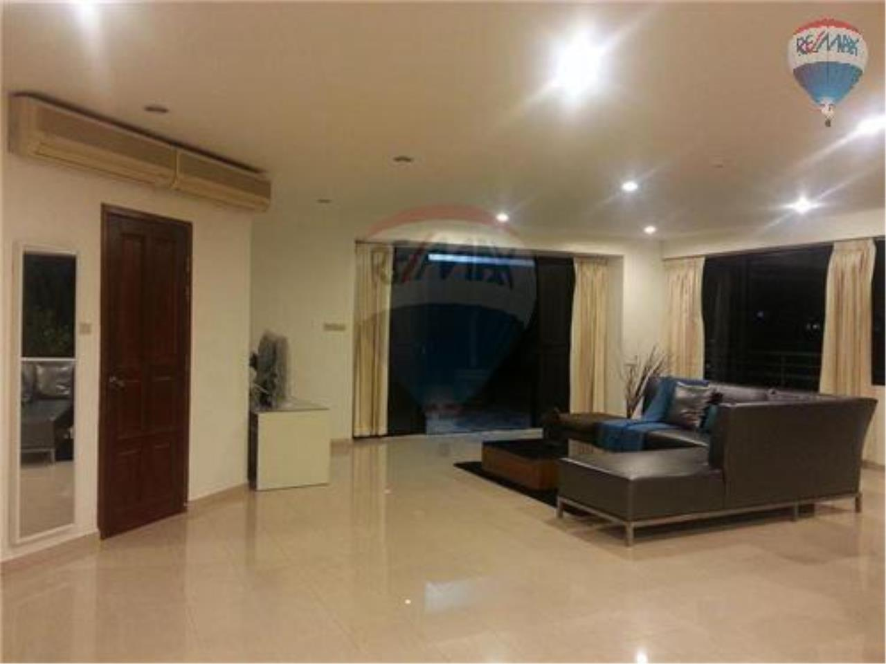 RE/MAX Properties Agency's 2 Bedroom Apartment- Saranjai Mansion 11