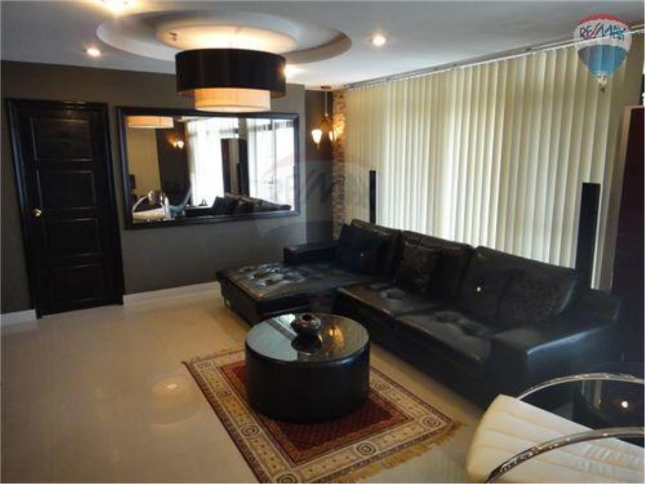 RE/MAX Properties Agency's 2 Bedroom Apartment - Baan Prompong Condo  1