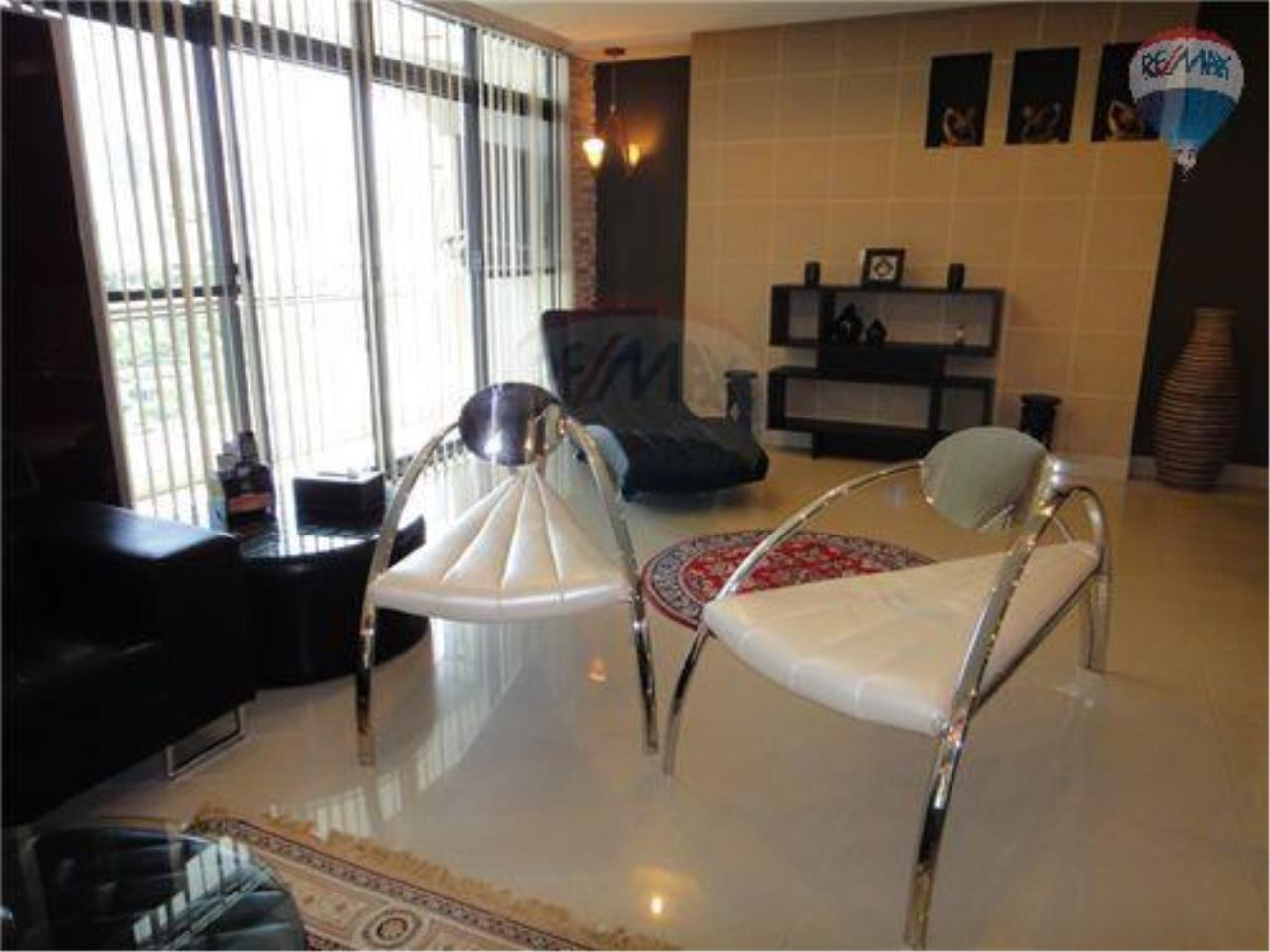 RE/MAX Properties Agency's 2 Bedroom Apartment - Baan Prompong Condo  4