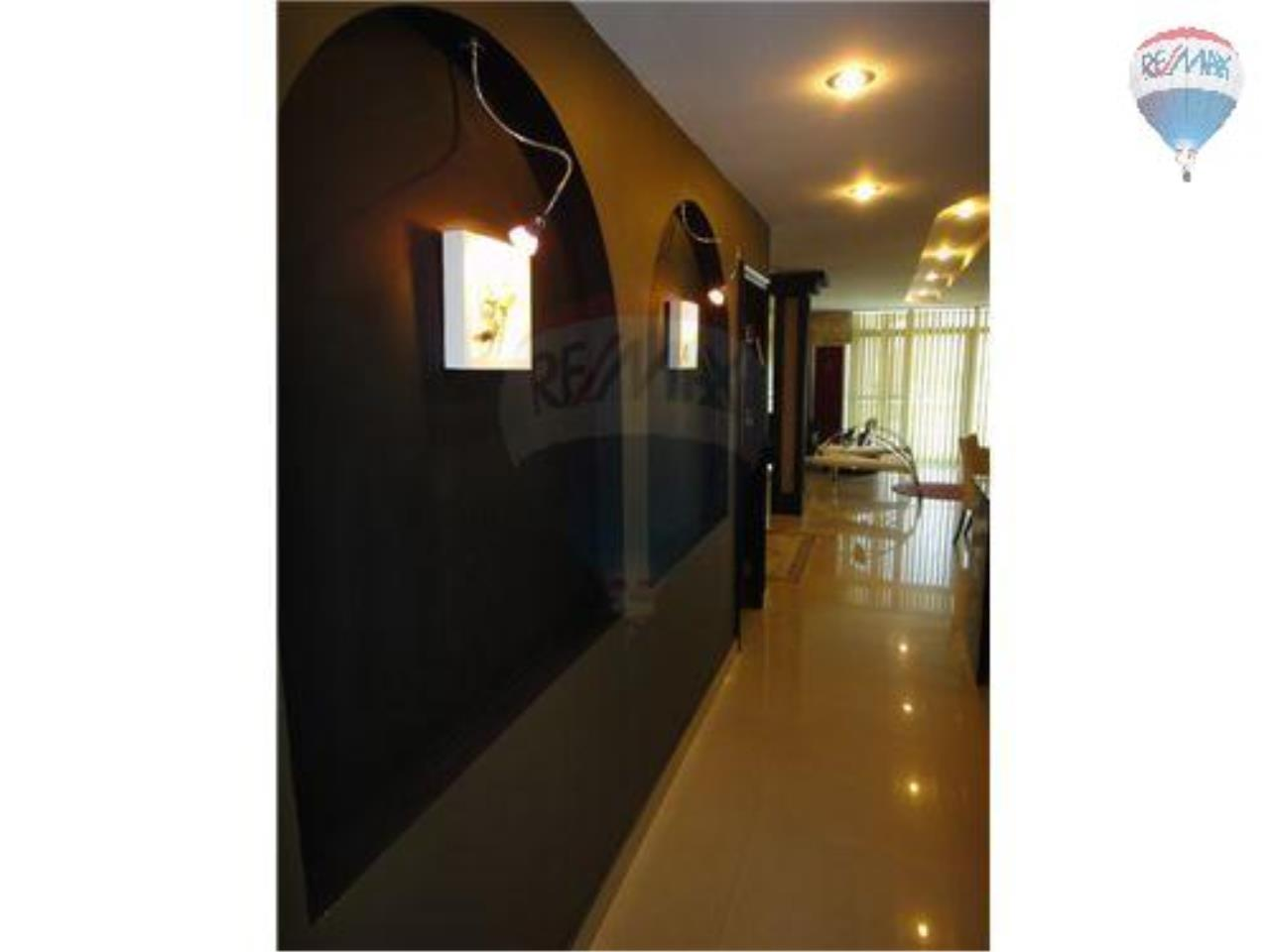 RE/MAX Properties Agency's 2 Bedroom Apartment - Baan Prompong Condo  6