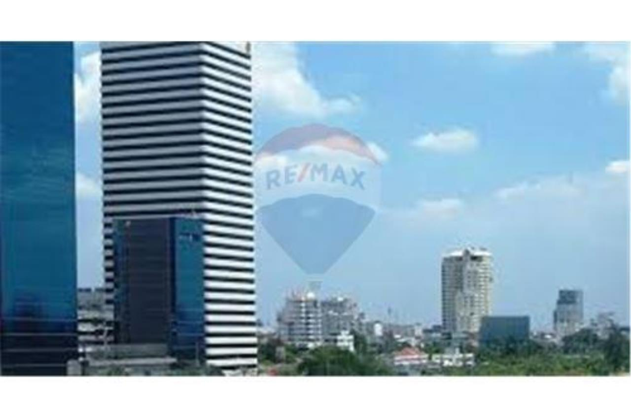 RE/MAX Properties Agency's RENT Office Space Ocean Tower 1 307.54SQM. 4