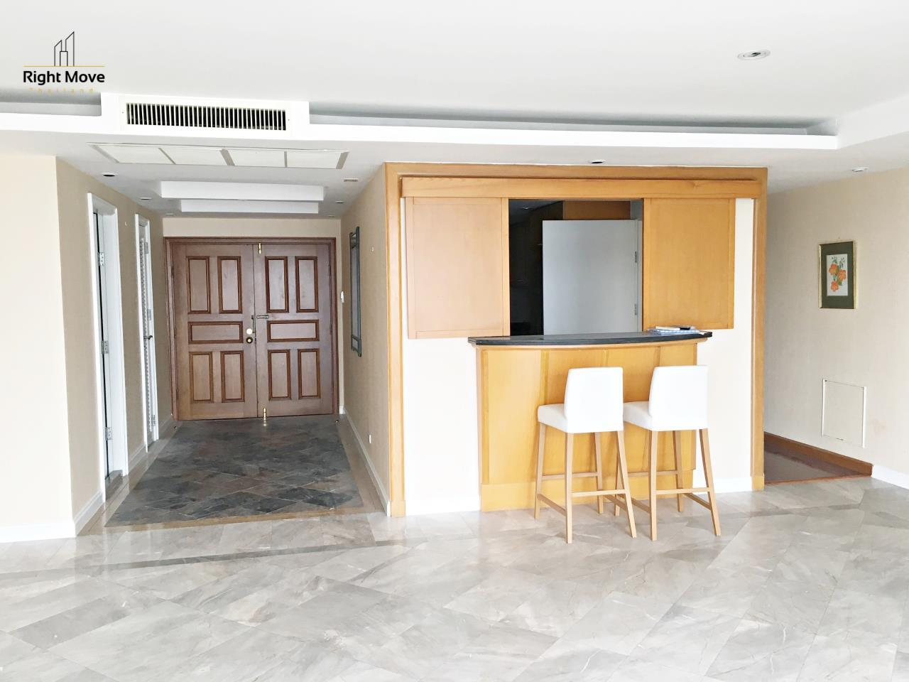 Right Move Thailand Agency's CA5243 Somkid Gardens For Rent 120,000 THB 4 Bedrooms 250 Sqm 17