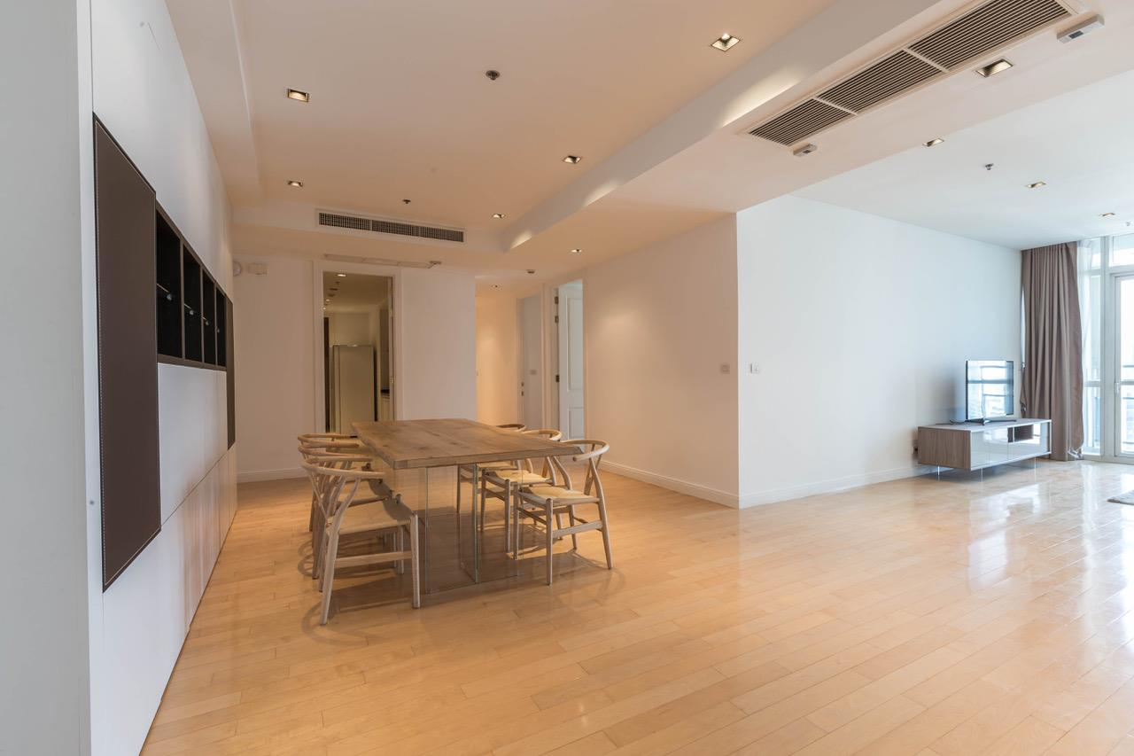 Right Move Thailand Agency's CA5266 For Rent Athenee Residence 125,000 THB 3+1 Bedrooms 178 Sqm 4