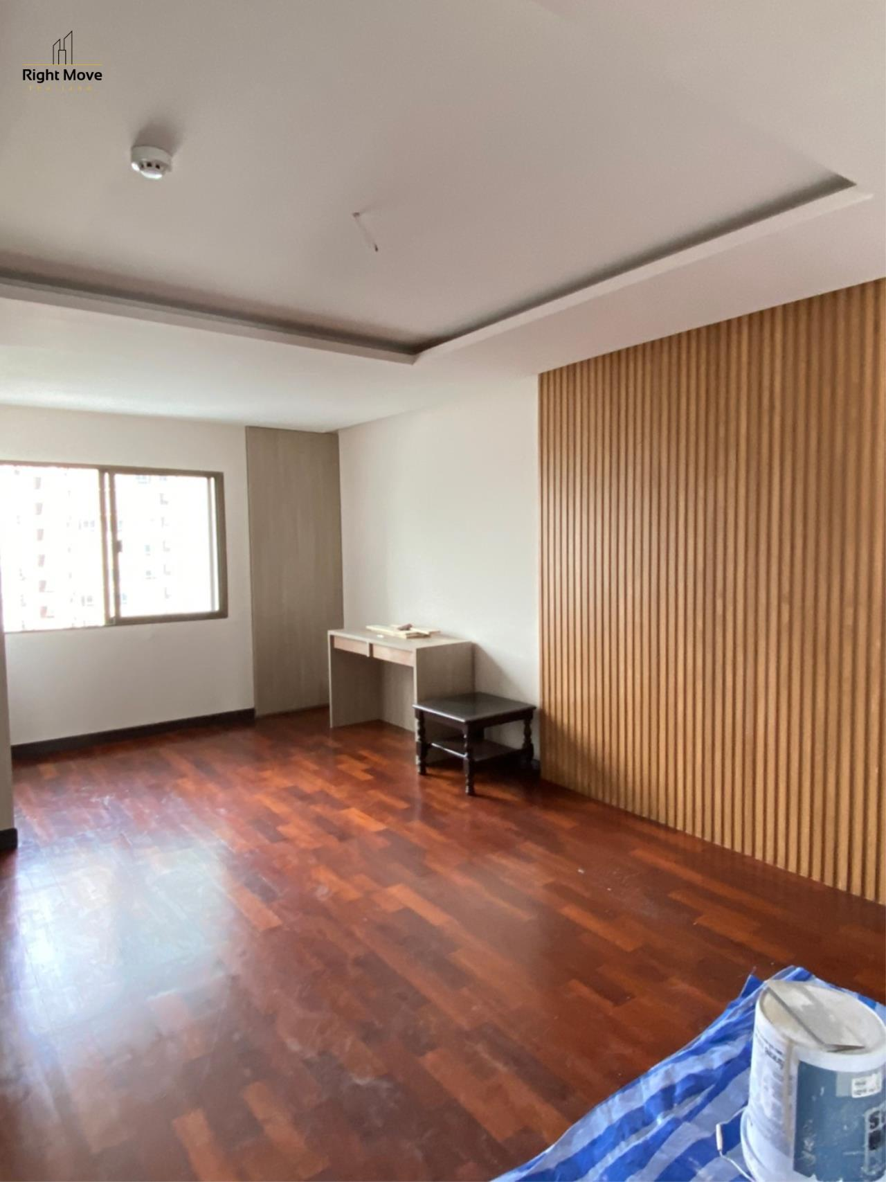 Right Move Thailand Agency's CA7255 Regent On The Park I For Rent 80,000 THB 250 Sqm 3 Bedrooms 6