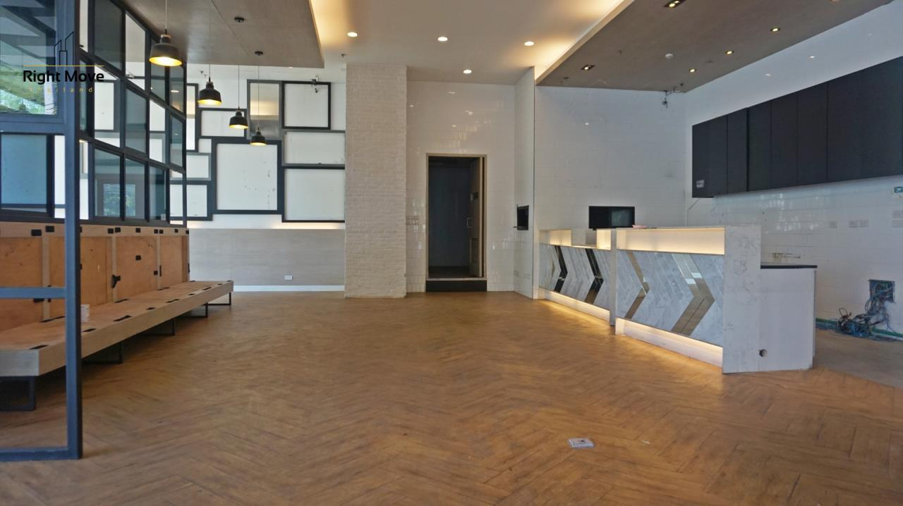 Right Move Thailand Agency's CM398 RETAIL SPACE FOR RENT - 189,974 THB - 154 SQM. 1