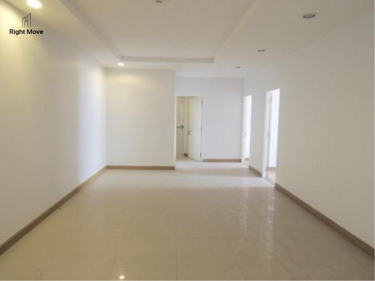 Right Move Thailand Agency's CS1818 The Rise Penthouse For Sale 27,500,000 THB 4 Bedrooms 297.47 Sqm 1