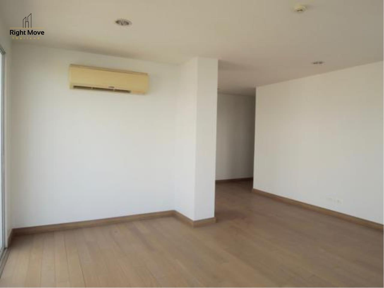 Right Move Thailand Agency's CS1818 The Rise Penthouse For Sale 27,500,000 THB 4 Bedrooms 297.47 Sqm 4