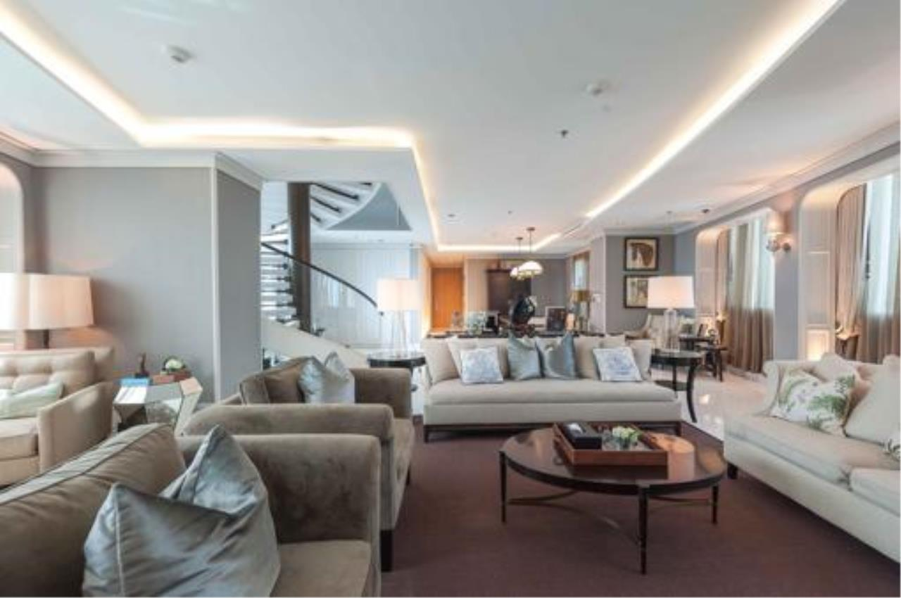 Right Move Thailand Agency's Stunning Duplex Penthouse High-end Condominium For Sale 3