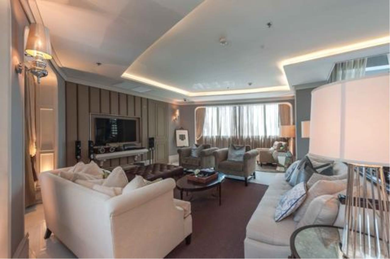 Right Move Thailand Agency's Stunning Duplex Penthouse High-end Condominium For Sale 5