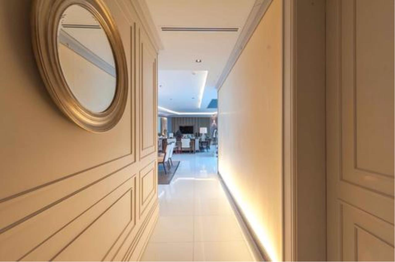 Right Move Thailand Agency's Stunning Duplex Penthouse High-end Condominium For Sale 6