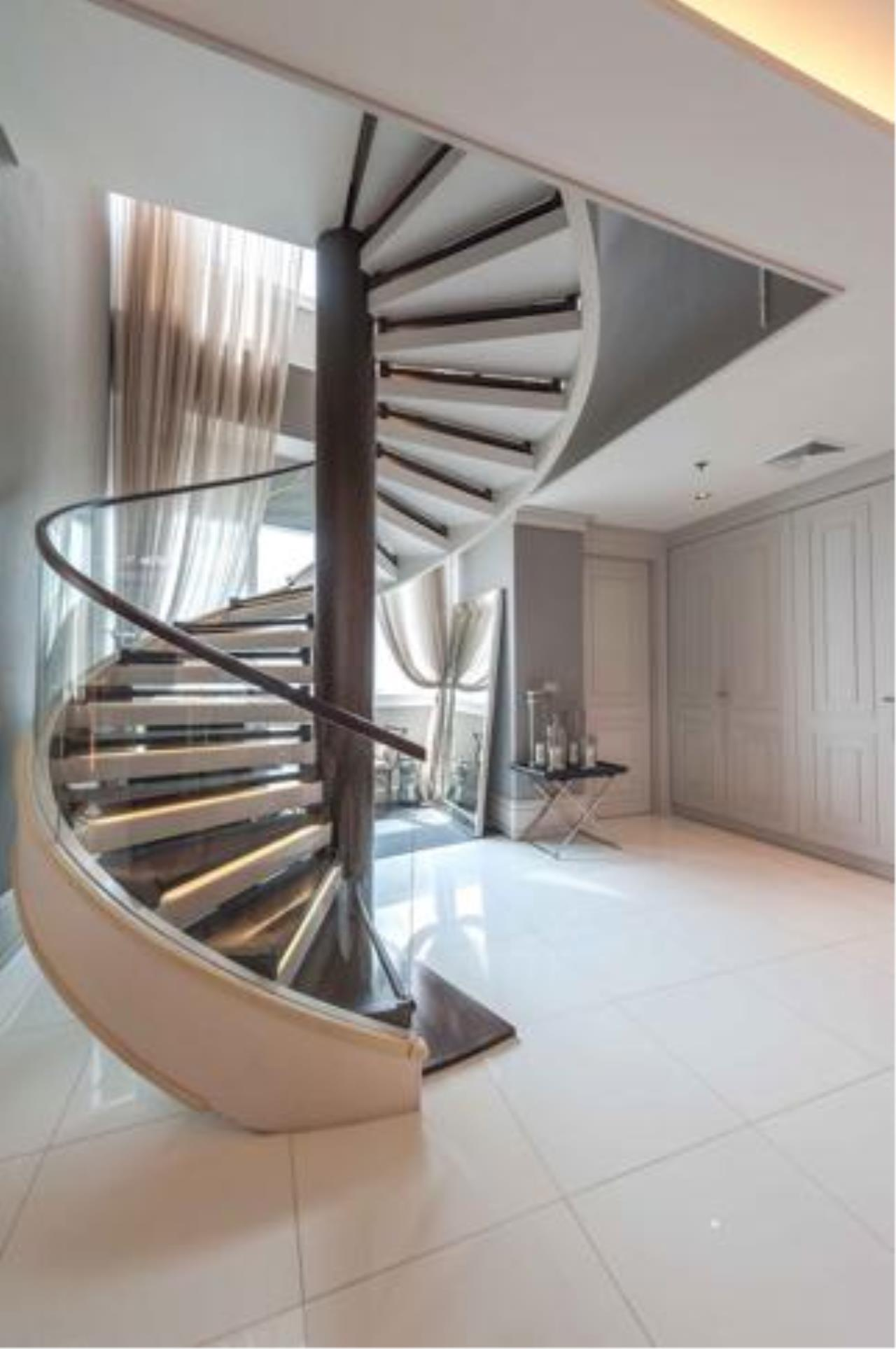Right Move Thailand Agency's Stunning Duplex Penthouse High-end Condominium For Sale 8