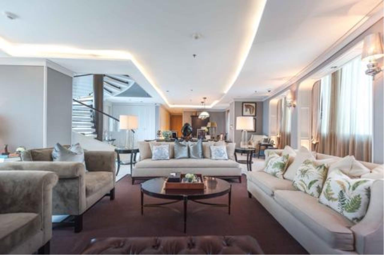 Right Move Thailand Agency's Stunning Duplex Penthouse High-end Condominium For Sale 10