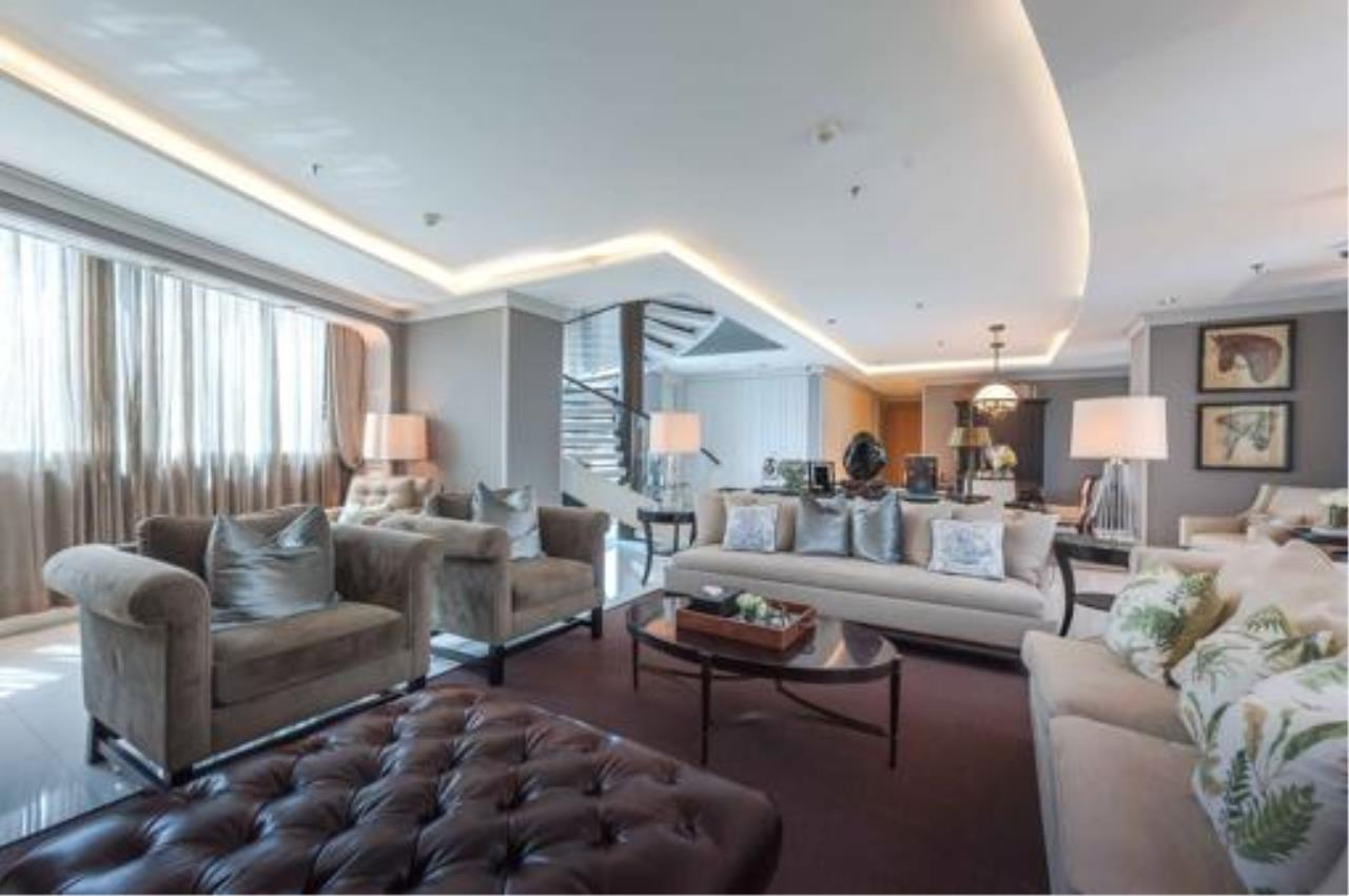Right Move Thailand Agency's Stunning Duplex Penthouse High-end Condominium For Sale 11