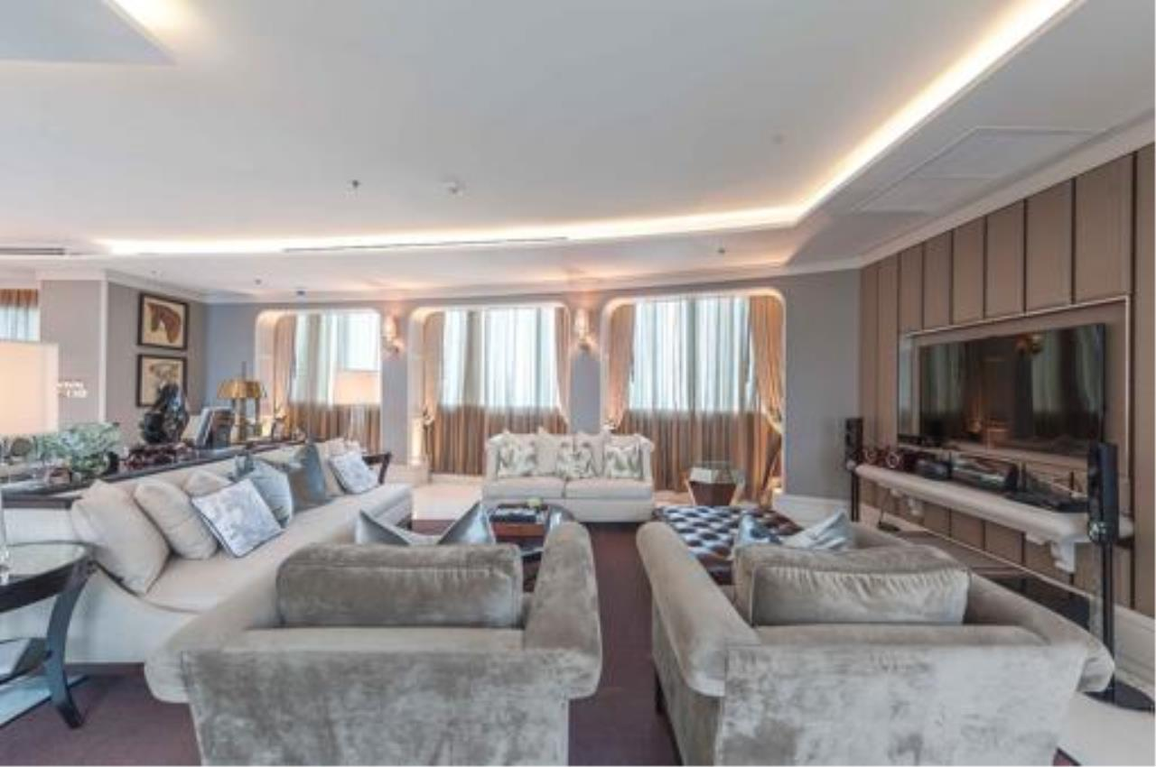 Right Move Thailand Agency's Stunning Duplex Penthouse High-end Condominium For Sale 12