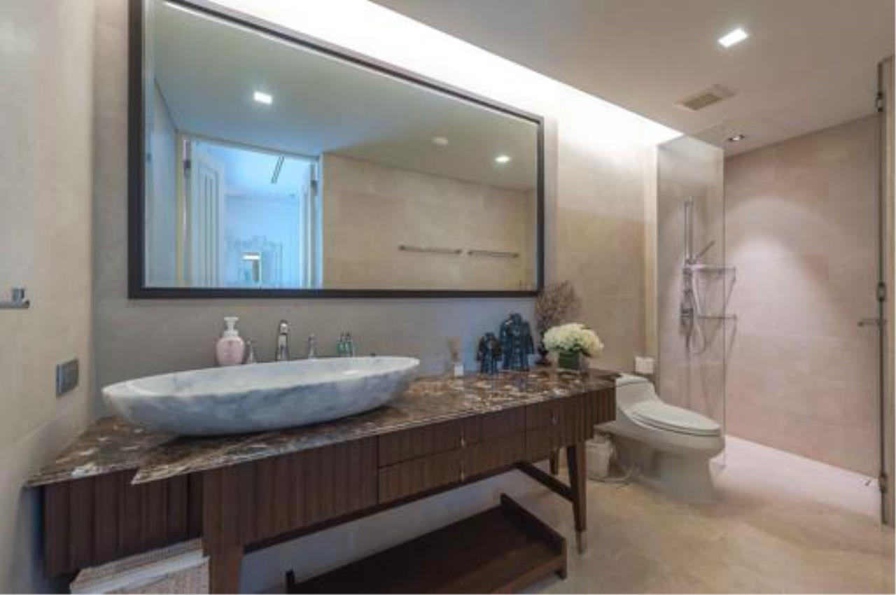 Right Move Thailand Agency's Stunning Duplex Penthouse High-end Condominium For Sale 20