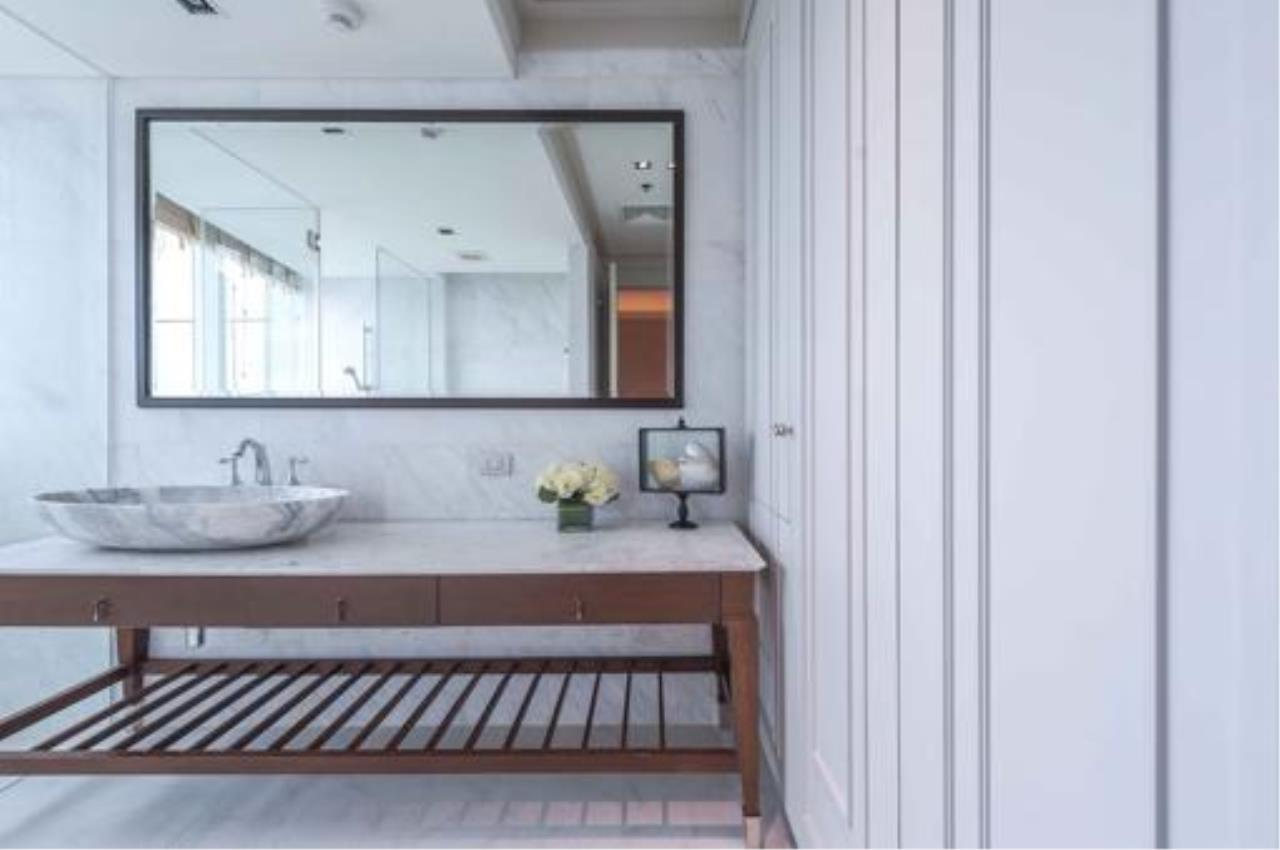 Right Move Thailand Agency's Stunning Duplex Penthouse High-end Condominium For Sale 23