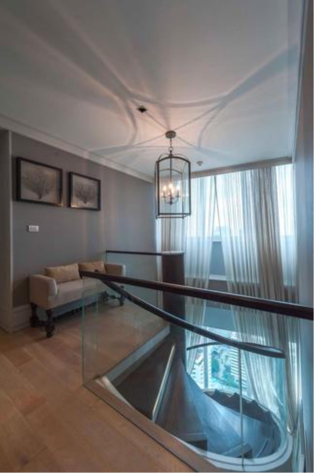 Right Move Thailand Agency's Stunning Duplex Penthouse High-end Condominium For Sale 24