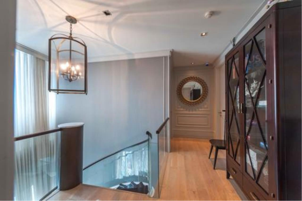 Right Move Thailand Agency's Stunning Duplex Penthouse High-end Condominium For Sale 25