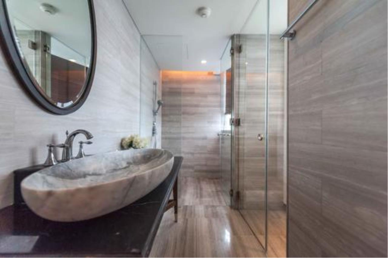 Right Move Thailand Agency's Stunning Duplex Penthouse High-end Condominium For Sale 31