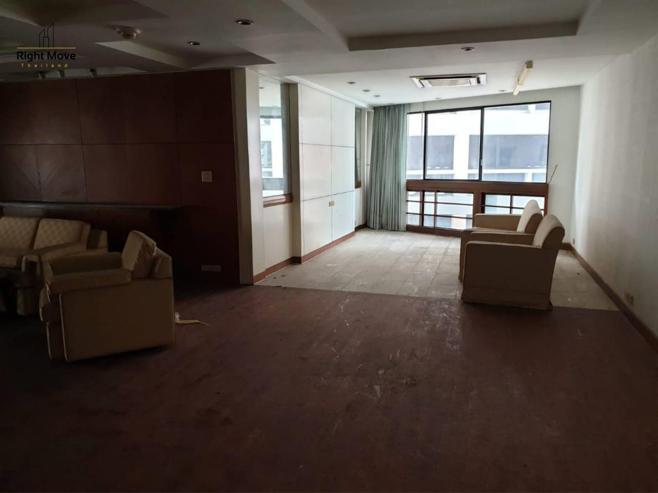 Right Move Thailand Agency's CS2413 For Sale President Park 15,200,000 THB 3 Bedrooms 223 Sqm  5