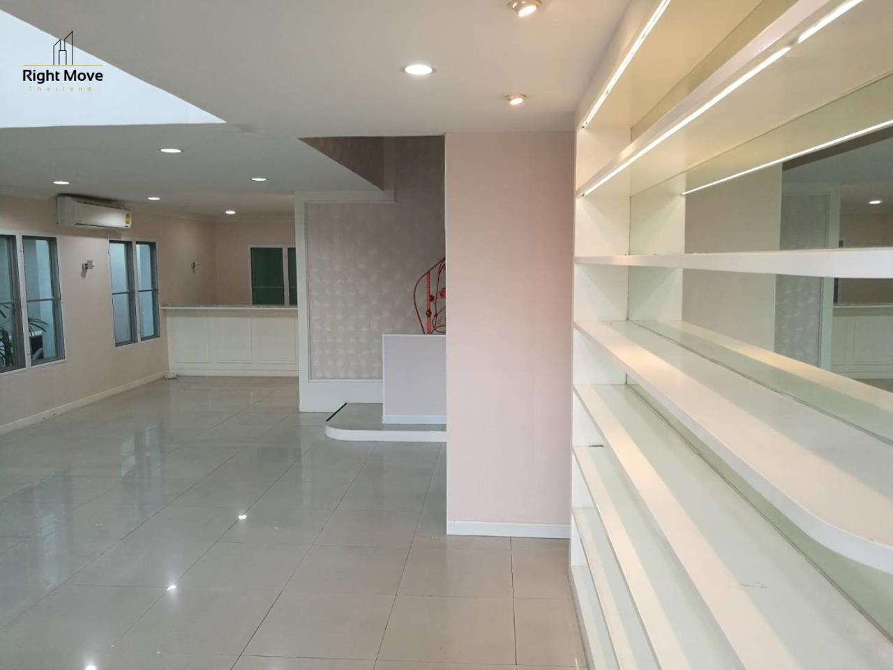 Right Move Thailand Agency's HR1029 Townhouse For Rent 85,000 THB For Sale 55,000,000 THB 220sqw 3