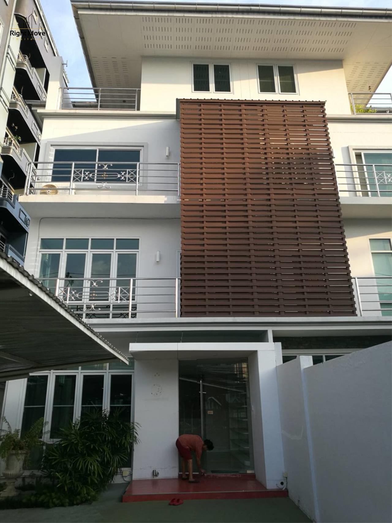 Right Move Thailand Agency's HR1029 Townhouse For Rent 85,000 THB For Sale 55,000,000 THB 220sqw 9