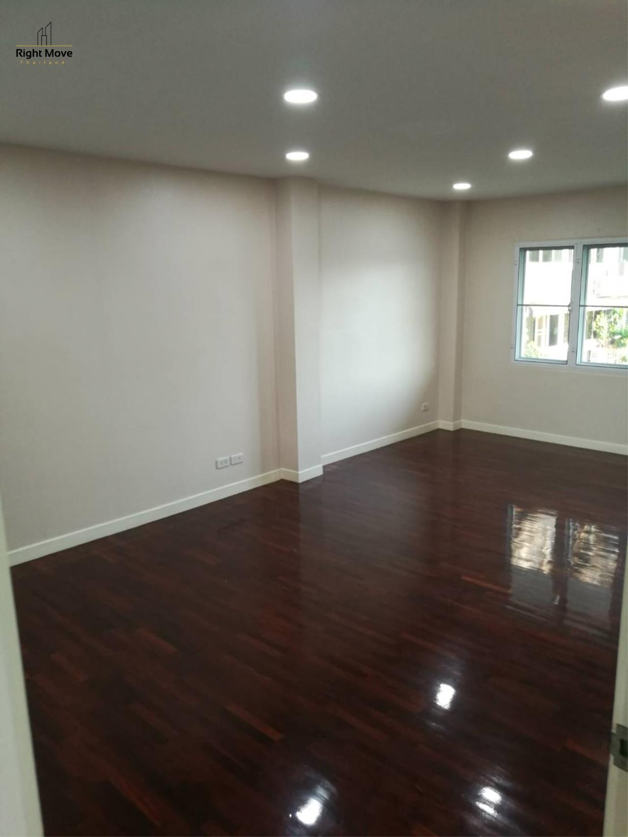 Right Move Thailand Agency's HR1029 Townhouse For Rent 85,000 THB For Sale 55,000,000 THB 220sqw 13