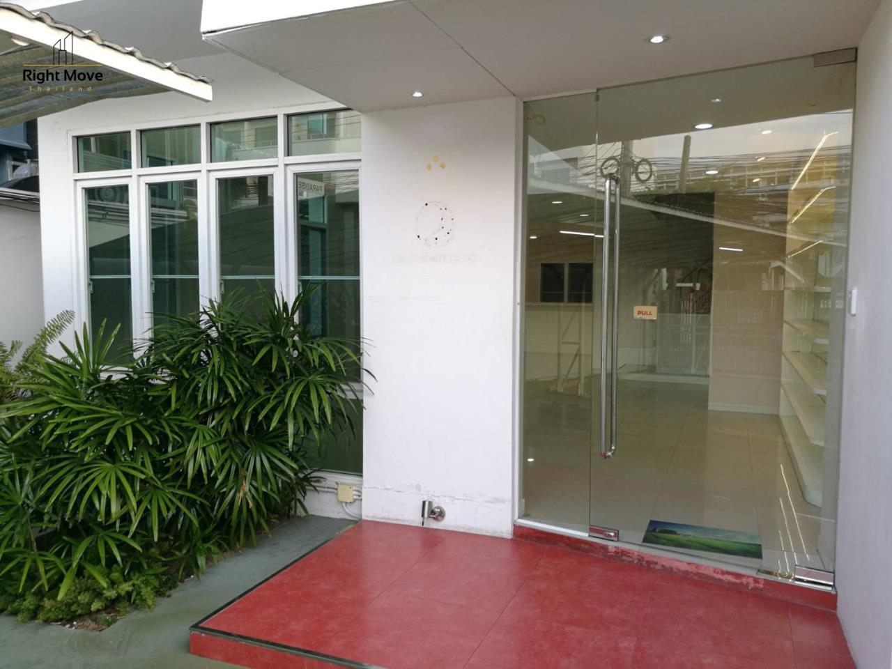 Right Move Thailand Agency's HR1029 Townhouse For Rent 85,000 THB For Sale 55,000,000 THB 220sqw 10
