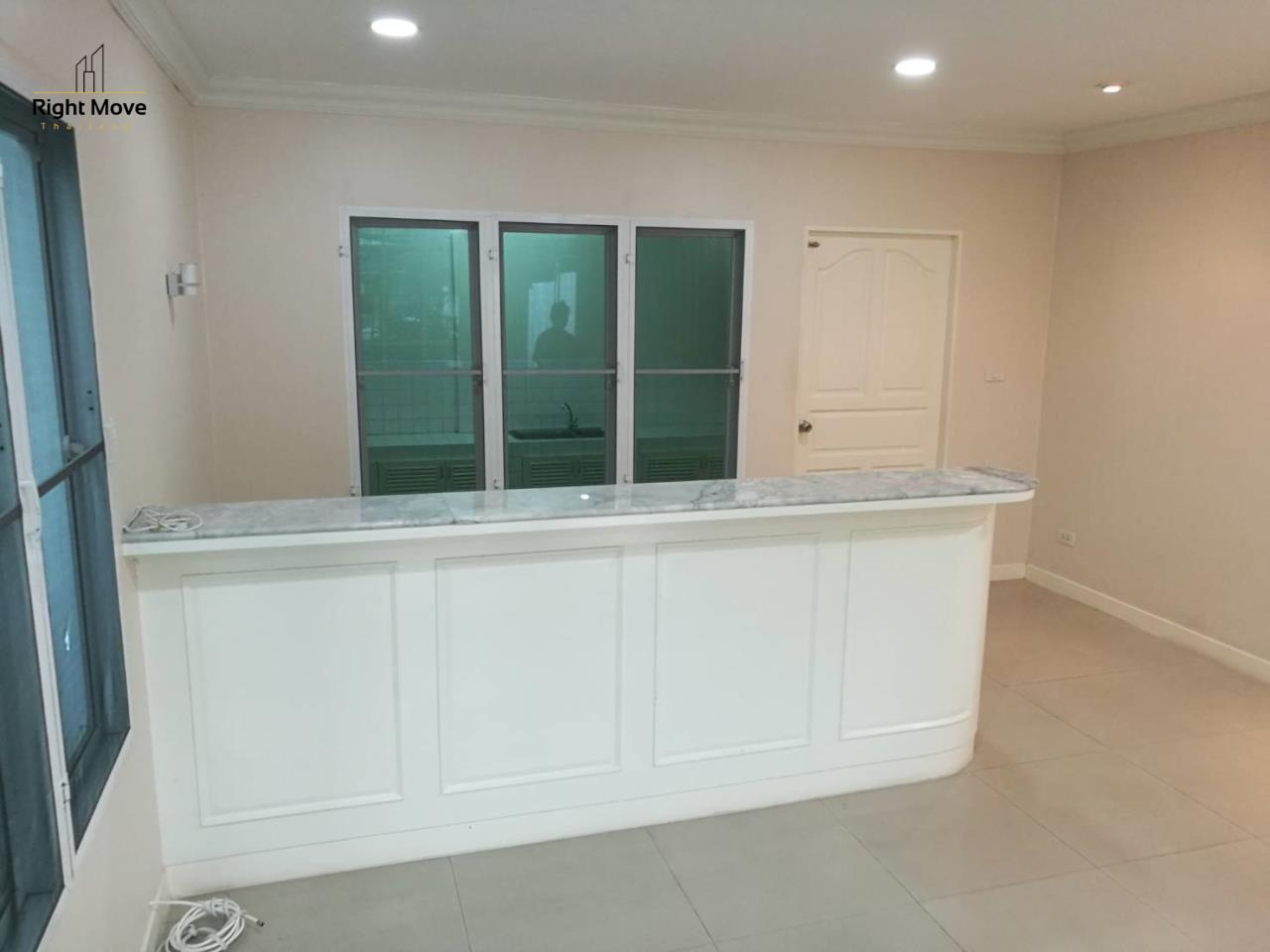Right Move Thailand Agency's HR1029 Townhouse For Rent 85,000 THB For Sale 55,000,000 THB 220sqw 17