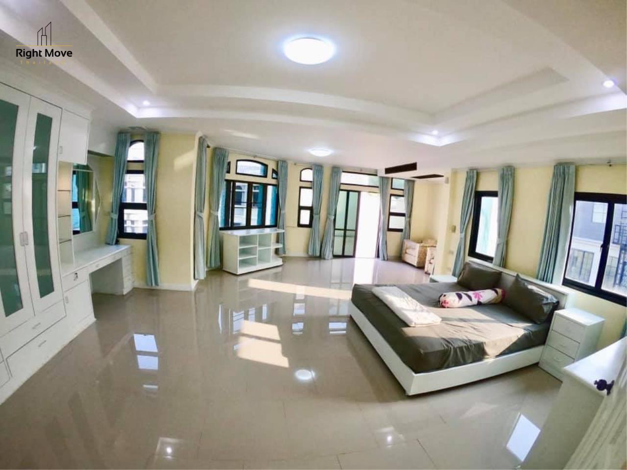 Right Move Thailand Agency's HR 695 Townhouse For Sale 19,900,000 THB 3 Bedrooms 380 Sqm 11