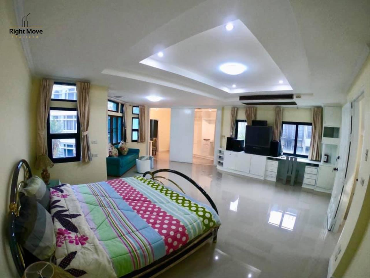 Right Move Thailand Agency's HR 695 Townhouse For Sale 19,900,000 THB 3 Bedrooms 380 Sqm 14