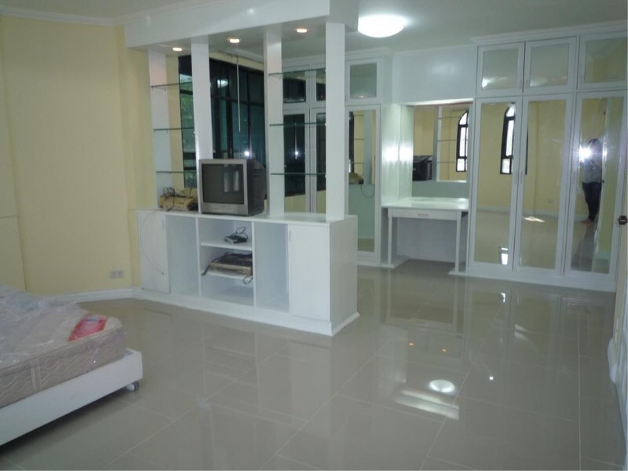 Right Move Thailand Agency's HR 695 Townhouse For Sale 19,900,000 THB 3 Bedrooms 380 Sqm 5