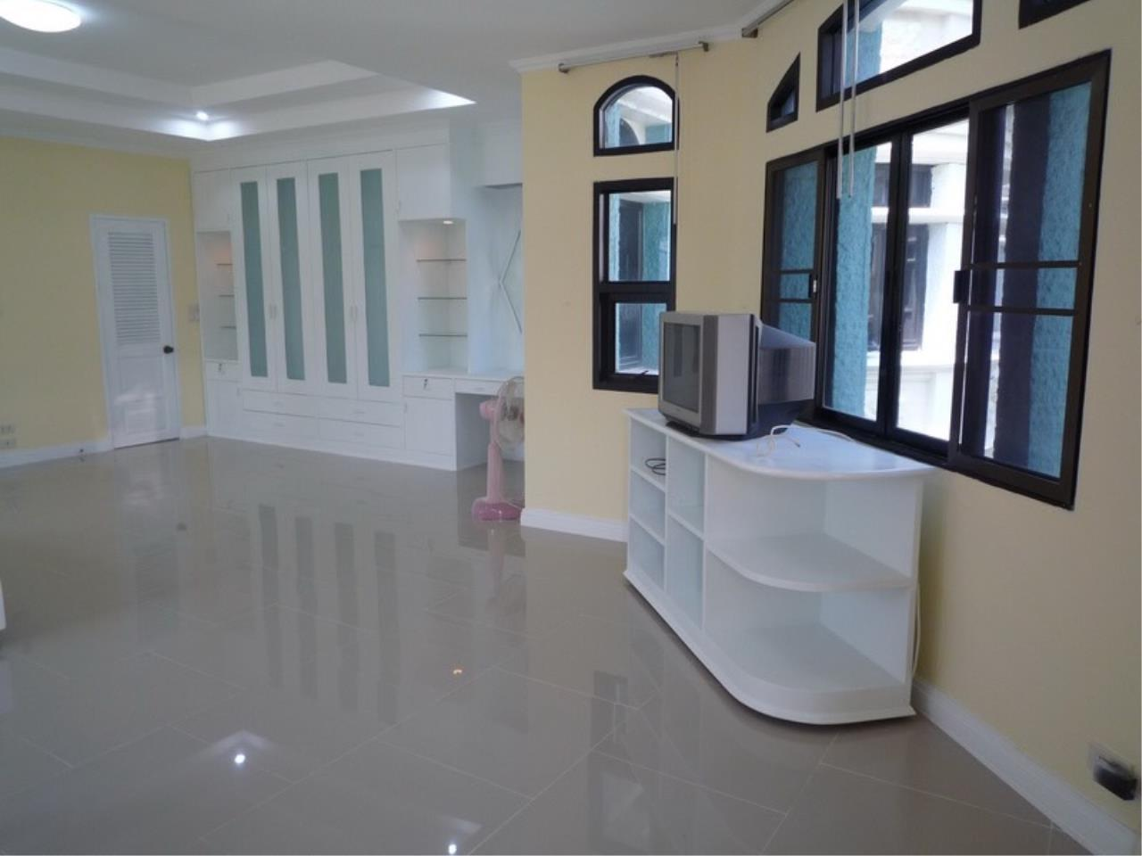 Right Move Thailand Agency's HR 695 Townhouse For Sale 19,900,000 THB 3 Bedrooms 380 Sqm 9