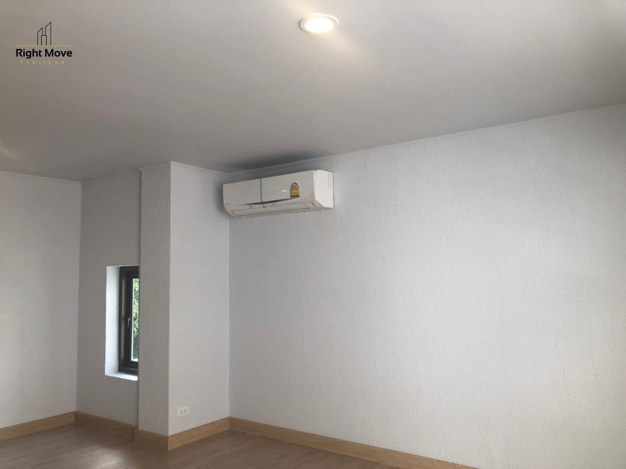 Right Move Thailand Agency's HR917 Newly Renovated Townhouse for rent and sale - 3 Bedrooms - 408 sqm.  19