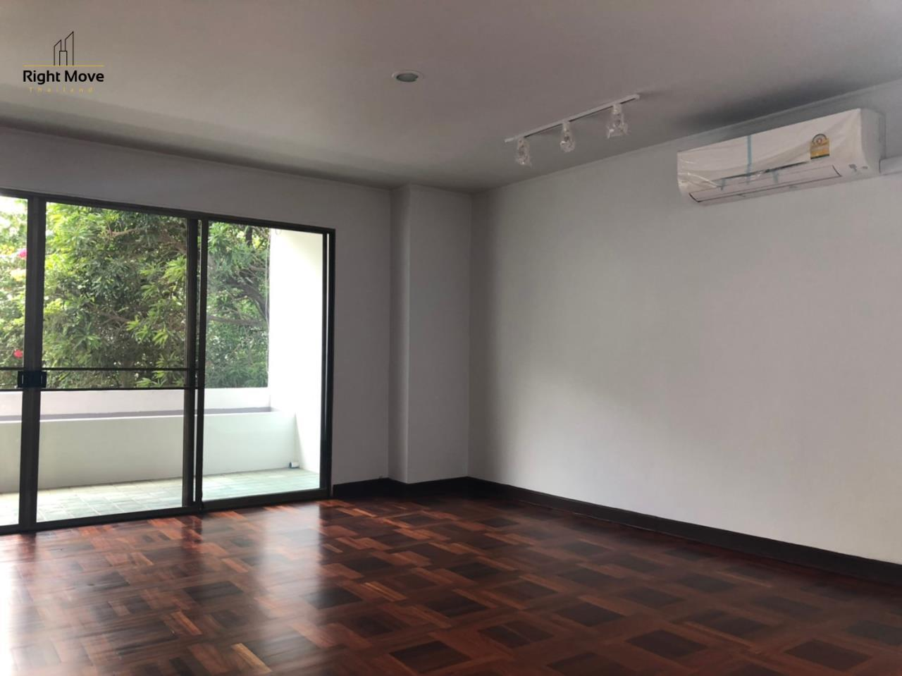 Right Move Thailand Agency's HR917 Newly Renovated Townhouse for rent and sale - 3 Bedrooms - 408 sqm.  9