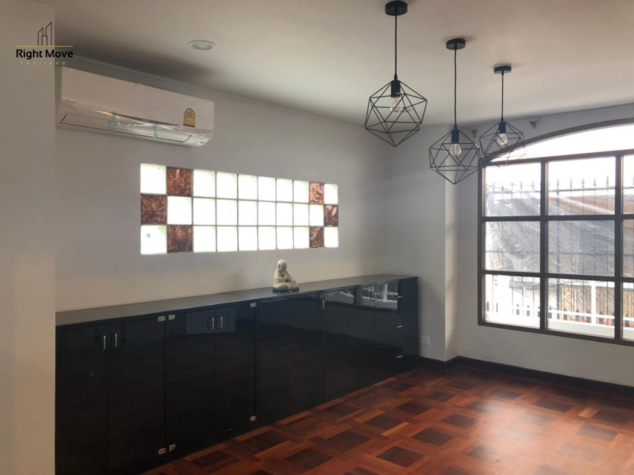 Right Move Thailand Agency's HR917 Newly Renovated Townhouse for rent and sale - 3 Bedrooms - 408 sqm.  7