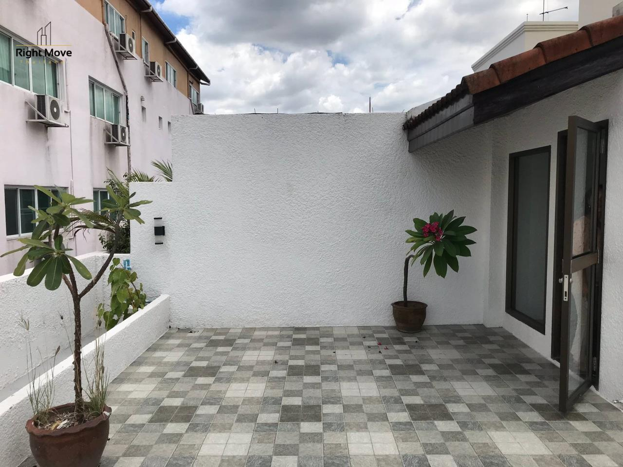 Right Move Thailand Agency's HR917 Newly Renovated Townhouse for rent and sale - 3 Bedrooms - 408 sqm.  27